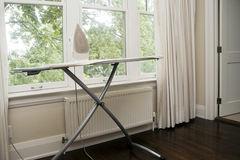 iron-ironing-board-29681947