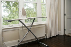 iron-ironing-board-29681947
